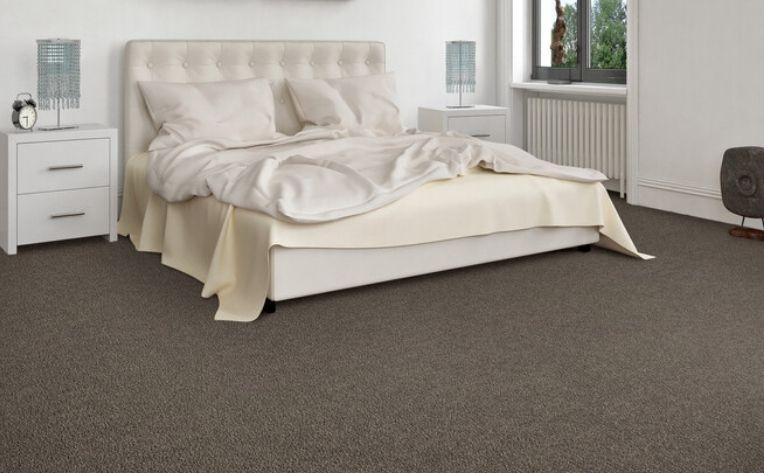 bedroom bare feet floors