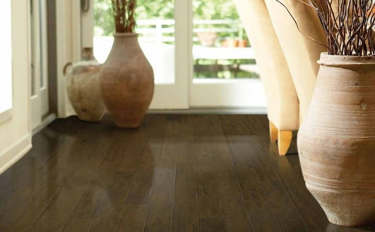 laminate floors with pots