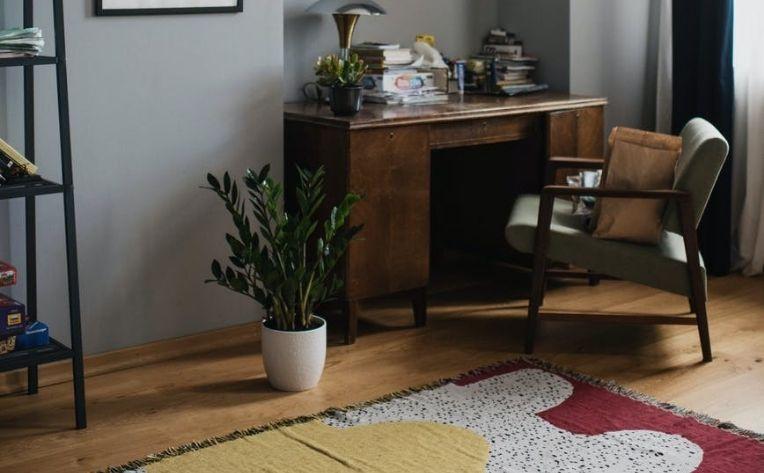 study bare feet floors